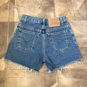VTG High Rise Levi's Cut Off Shorts Blue Wash 3